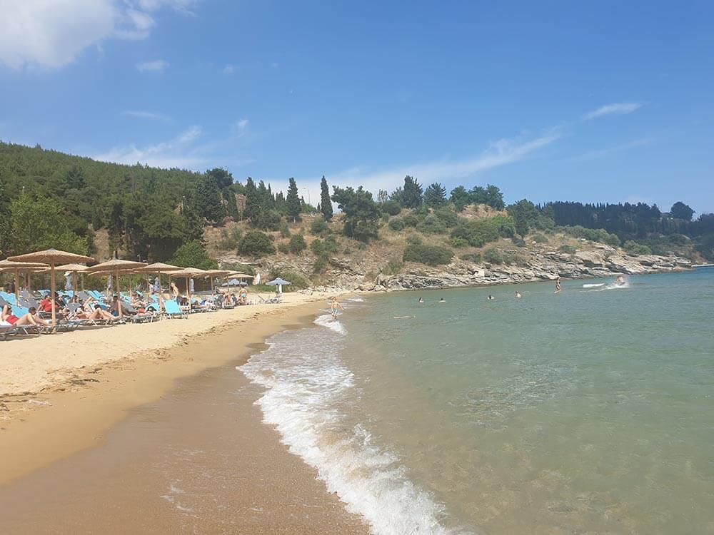 Παραλία Vranas Resort και βράχια