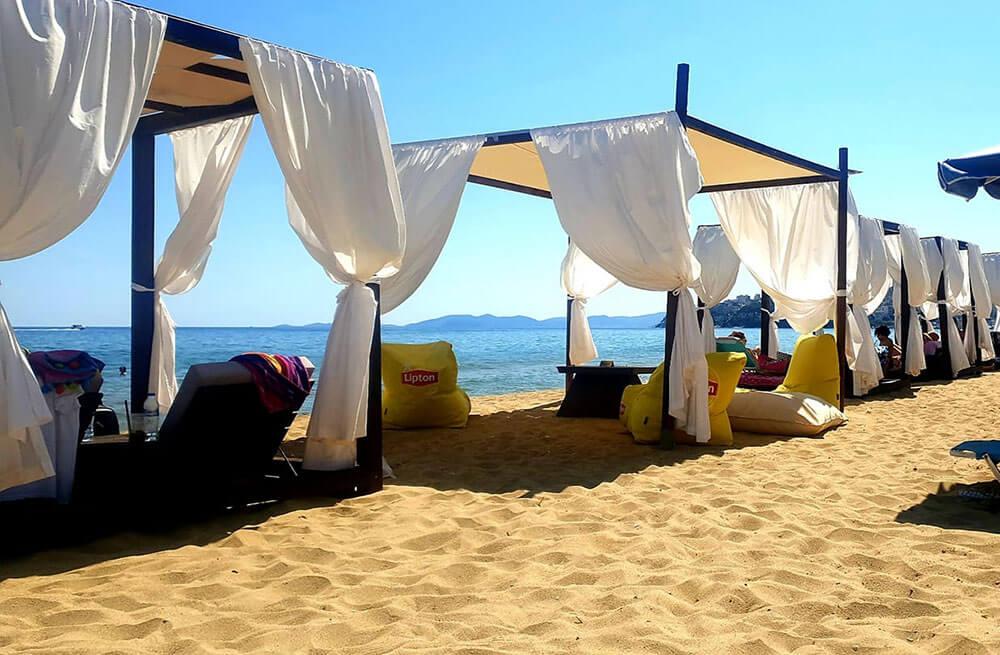 σκίαστρα στην παραλία vranas resort
